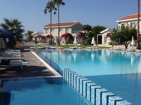 Mon Repos Design Hotel : piscine et appartements