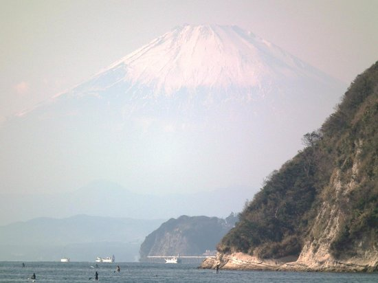 Zushi Beach: 逗子海岸から富士山を望む