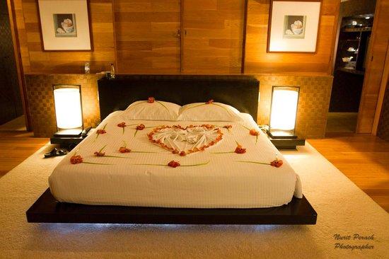 Adaaran Prestige Vadoo: Anniversery bed.