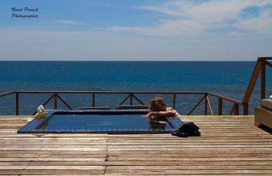 Adaaran Prestige Vadoo: Relaxing in plunge pool.