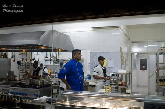 Adaaran Prestige Vadoo: Chef Akampa in the super clean kitchen, with a big viewing window to the dining room.