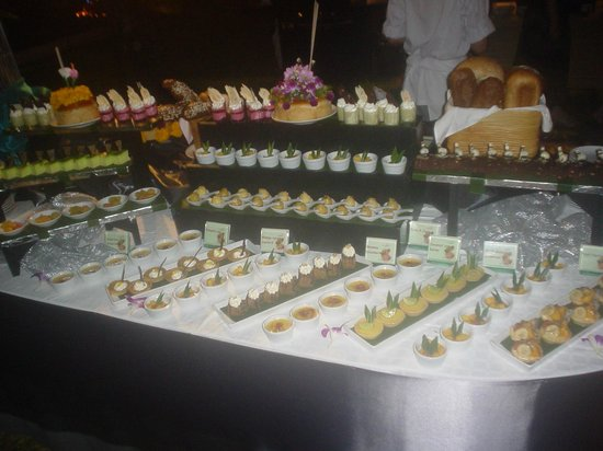 The Emerald Cove Koh Chang : Beach side dinner buffet @ THB 890 per person, kids half price