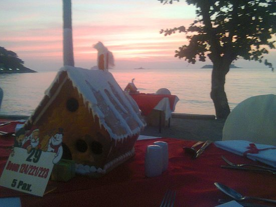 The Emerald Cove Koh Chang : Christmas Eve dinne buffet on the beach. Not compulsary