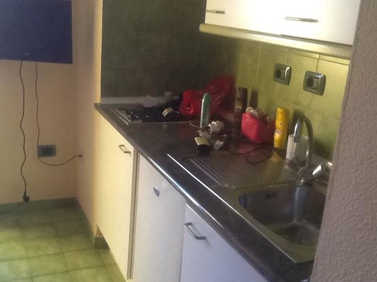 Caleta Garden: Lovely clean kitchenette with fridge and microwave