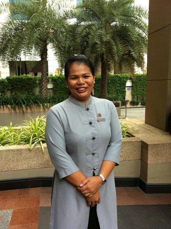 Mayfair, Bangkok - Marriott Executive Apartments : Professional Porter