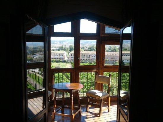 Parador de Olite : balcón en la habitación