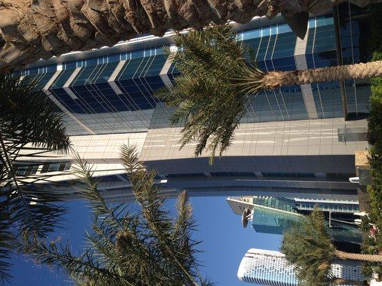 JW Marriott Marquis Hotel Dubai: Вид то бассейна