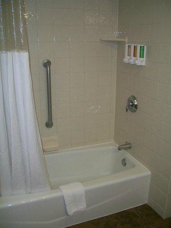 Drury Inn & Suites Amarillo: Drury Inn & Suites Hotel Room Shower