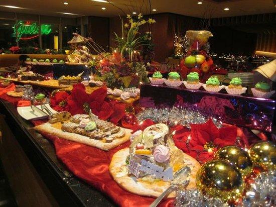 The Klagan Regency: Dessert table (1/3 of buffet)
