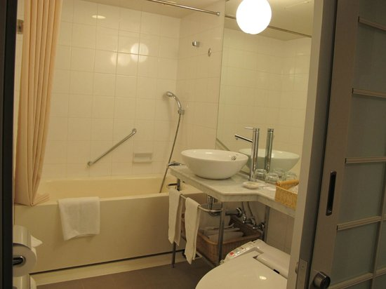 Mercure Tokyo Ginza : Nice bathroom.