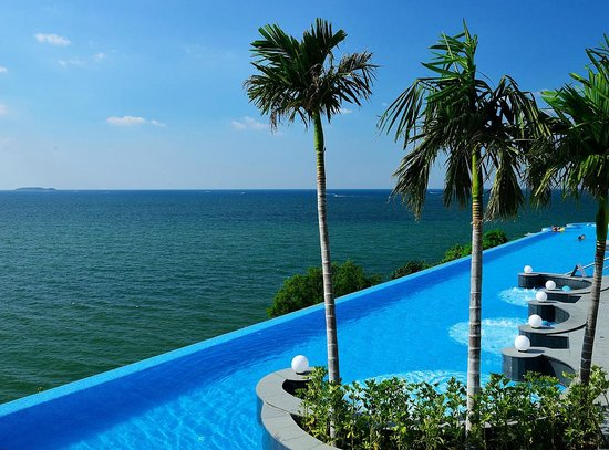 Royal Cliff Beach Hotel : Waterpool upon Siam Gulf
