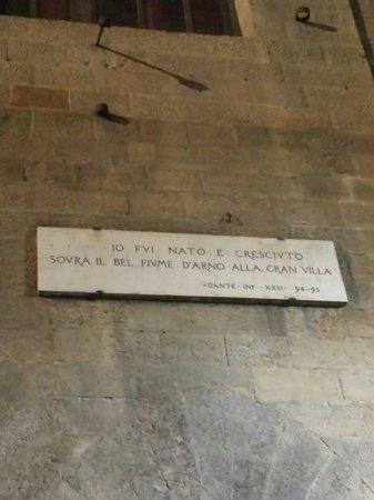 Ristorante il Pennello: Vicino alla casa di Dante Alighieri