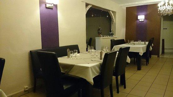 4 saisons : Salle du restaurant