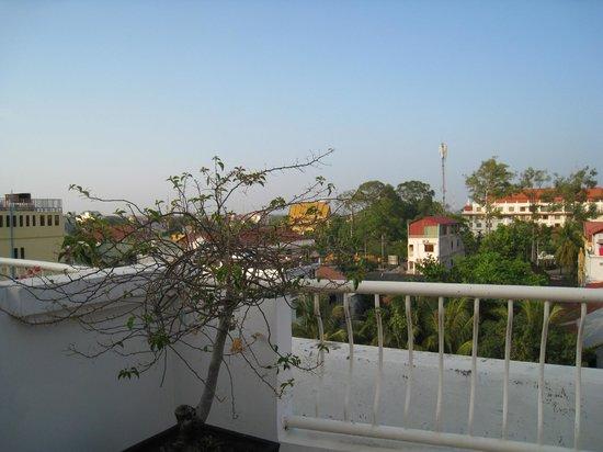 Memoire d' Angkor Boutique Hotel : 5th floor view over Siem Reap City Centre