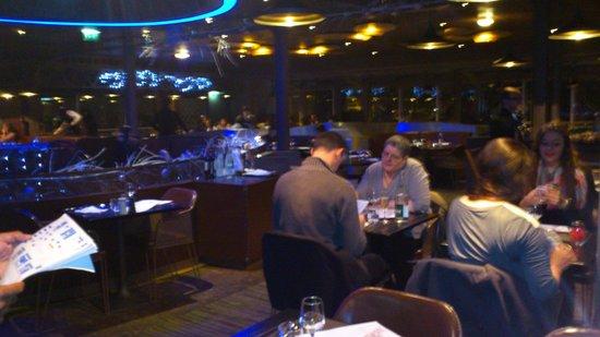 France Tourisme - Daily tour : Salle du restaurant de la tour Eiffel sauf clients France Tourisme !!!