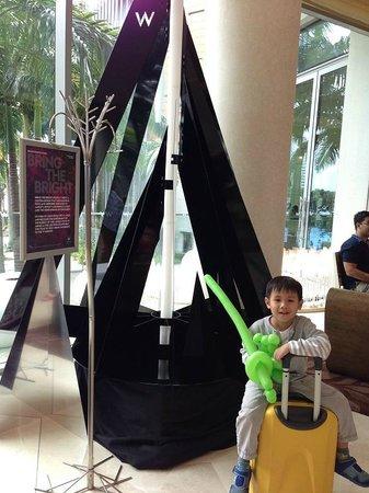 W Singapore Sentosa Cove : Christmas Tree at the lobby