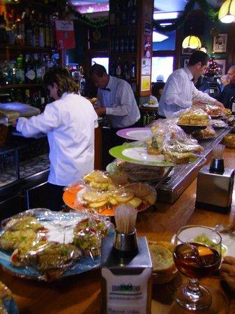 Cafetería Edur Mendi: Aspecto de la barra del Edur Mendi.