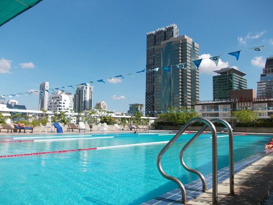 Trinity Silom Hotel: a view on the pool