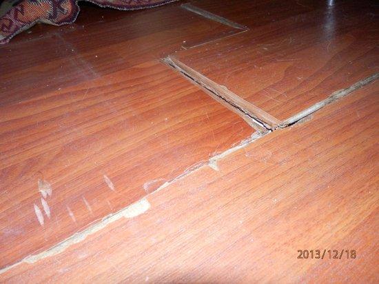 Asmali Hotel: Fußboden im Zimmer