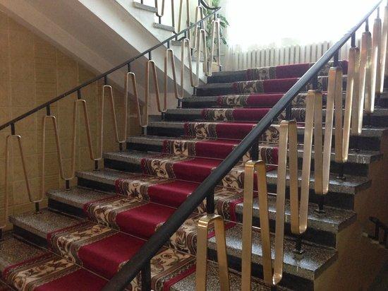 Volga Hotel: Лестница