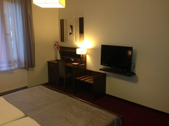 Hotel Elegance : Room - TV