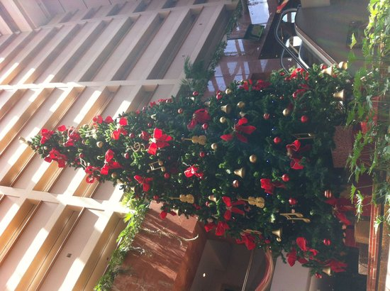 Rendezvous Hotel Auckland : Xmas tree in the lobby