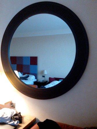 Radisson Blu Hotel at Disneyland Paris : Grand miroir