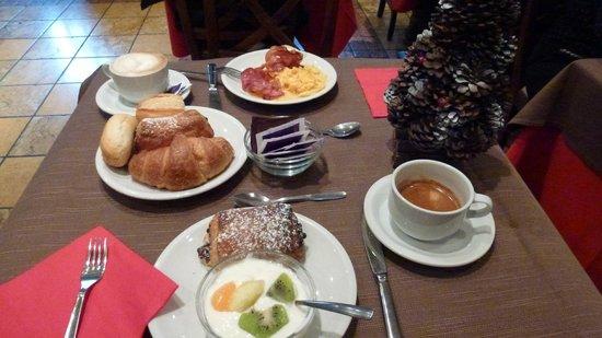 Hotel Abruzzi: Breakfast at Scusate il Ritardo