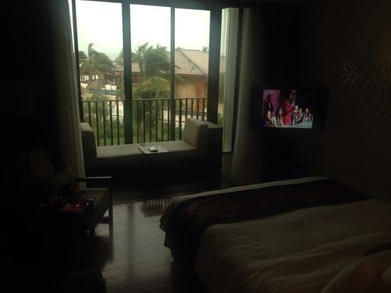 Sunrise Premium Resort Hoi An: Balcony area in the Ocean View Deluxe Room
