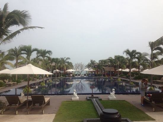 Sunrise Premium Resort Hoi An : The main pool (December)