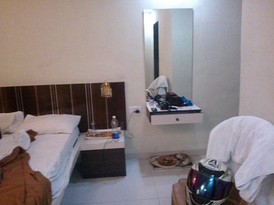 Pali Beach Resort: Room Inside