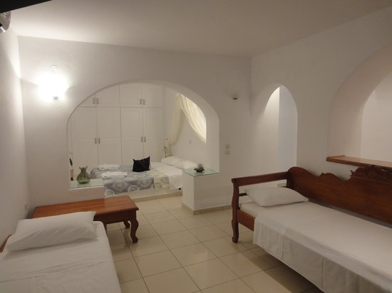Kastro Suites Santorini : Picture of our room : we were 3 in there