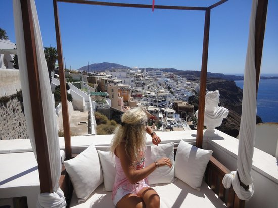 Kastro Suites Santorini: Private hotel terrace where we have an incredible view of Fira