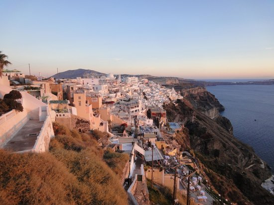 Kastro Suites Santorini: View by day of Fira from the hotel