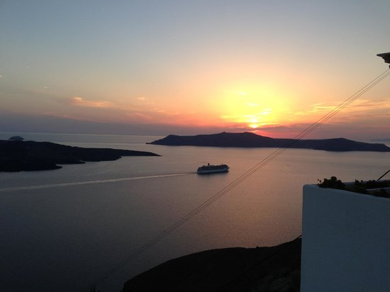 Kastro Suites Santorini: Amazing sunset views from the hotel terrace