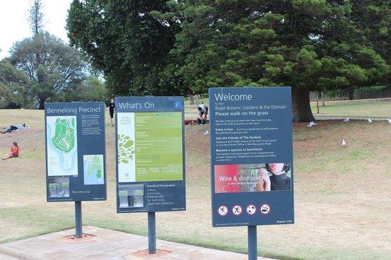 Royal Botanic Gardens: Signage's around the Garden