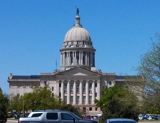 State Capitol: Capitol building