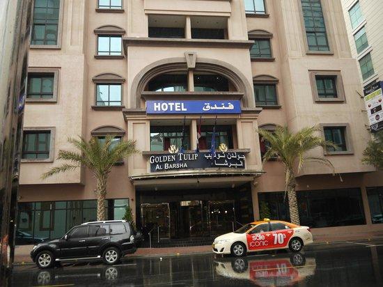 Golden Tulip Al Barsha: Парадный вход