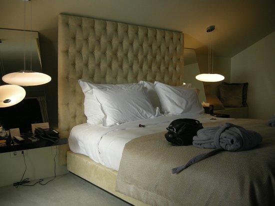 9HOTEL MERCY: Bett Suite