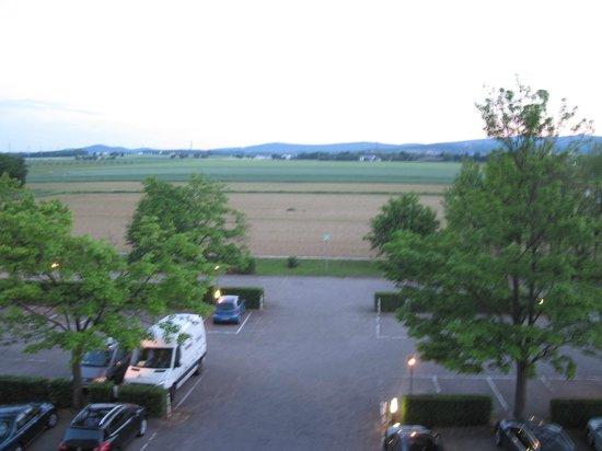 Dorint Hotel Frankfurt-Niederrad: courtyard