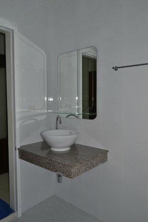 Kasemsuk Guesthouse: Ванная