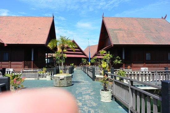 Hotel Pantai Gapura Makassar: Betonsteiger waar alle kamers aanliggen