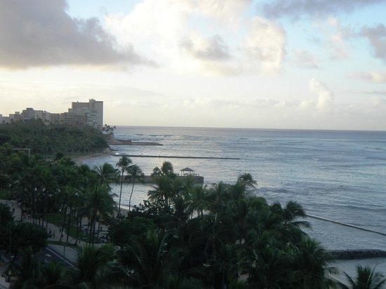 Aston Waikiki Circle Hotel : Daytime view from our Lanai
