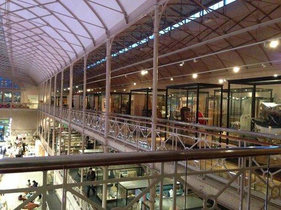 V&A Museum of Childhood: Vue de la mezzanine du premier étage