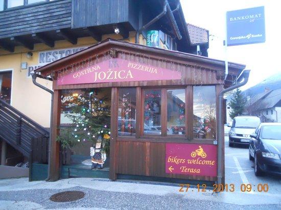 Apartments and Rooms Jozica: veranda bar