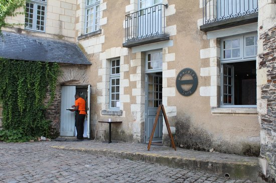 Monument Cafe Chateau d'Angers : Façade du monument café d'Angers