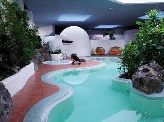 Austria Trend Eventhotel Pyramide : Zwembad met sauna