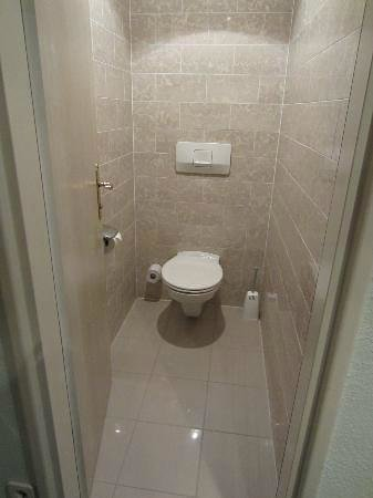Austria Trend Eventhotel Pyramide : Toilet