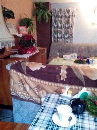Lubu Dubu Bistro: Inside bistro