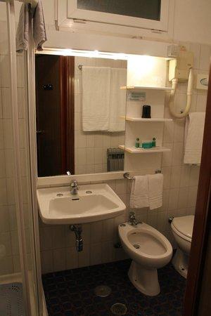 Hotel Elena: bagno